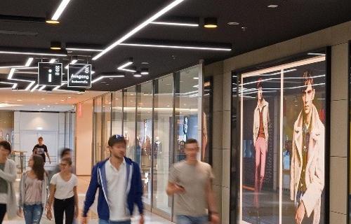 Refurbishment für das LAGO Shopping Center in Konstanz: Neues Beleuchtungskonzept zur deutlichen Steigerung der Aufenthaltsqualität